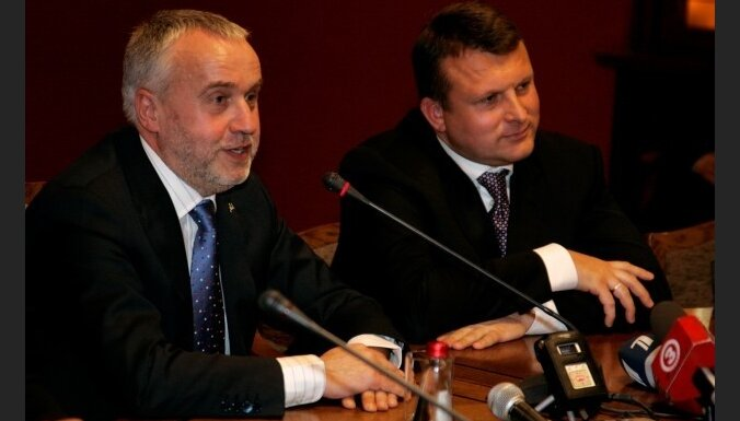 Шкеле и Шлесерс начинают дискуссии в регионах