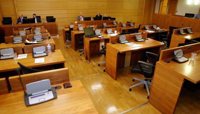 Rīgas domnieki nav spējuši 'savākties' un izskatīt lielāko daļu budžeta pieprasījumu