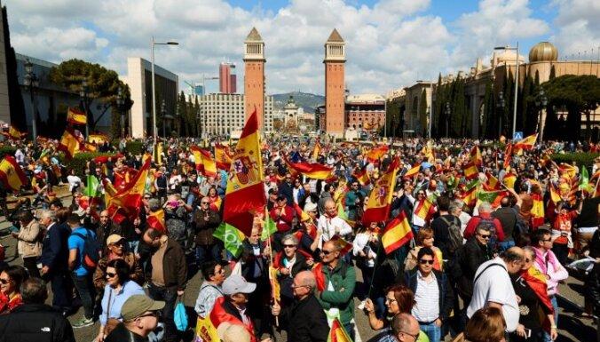 Barselonā galēji labējo sadursmēs ar katalāņu separātistiem ievainoti pieci cilvēki