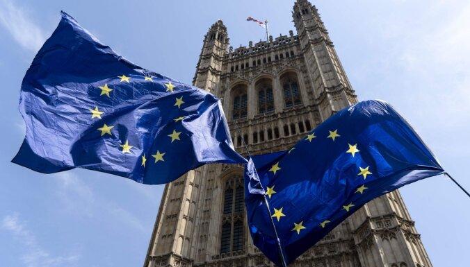 Газета: после Brexit работающим в Великобритании латвийцам придется отчитываться о доходах (уточнено)