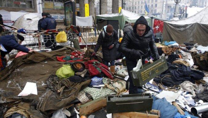Майдан восстановил баррикады, ректор вуза объявил мобилизацию студентов