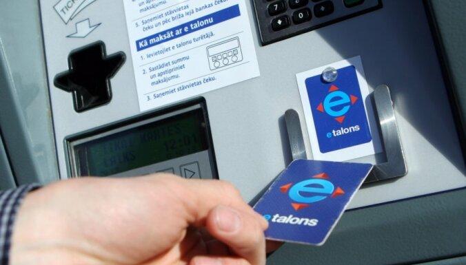 Rīgas satiksme отключает автоматы для оплаты парковки в центре Риги
