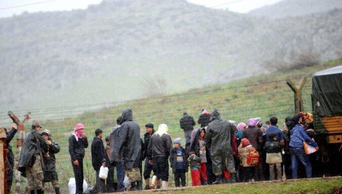 Sīrijas armija apšauda bēgļu nometni Turcijā, nogalinot divus un ievainojot 15 cilvēkus