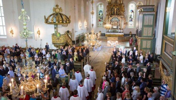 Aprit pieci gadi kopš slaktiņa Norvēģijā; valsts piemin 77 upurus