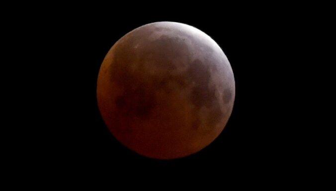 Mēness iekšpusē, iespējams, ir ūdens, liecina pētījums