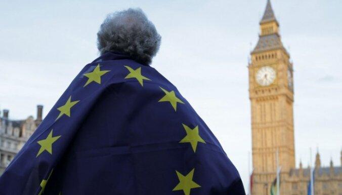 """Мэй предлагает гражданам ЕС после """"брексита"""" статус поселенца"""