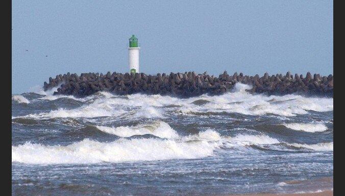 Sinoptiķi brīdina par vēja pastiprināšanos naktī uz pirmdienu