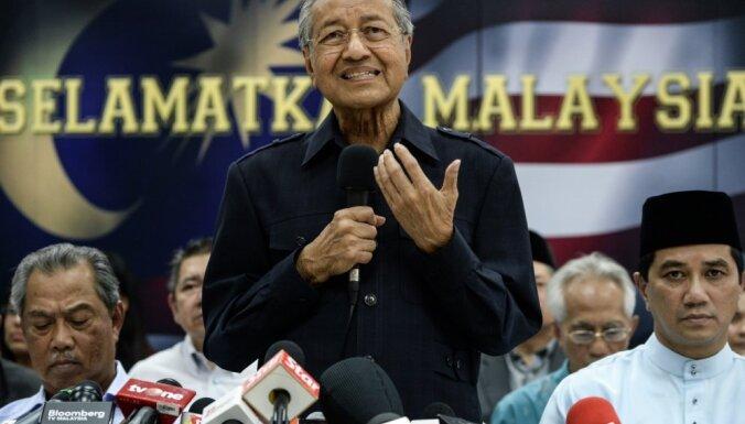 Malaizijā aizturēti Austrālijas žurnālisti, kas premjeram uzdevuši neērtus jautājumus