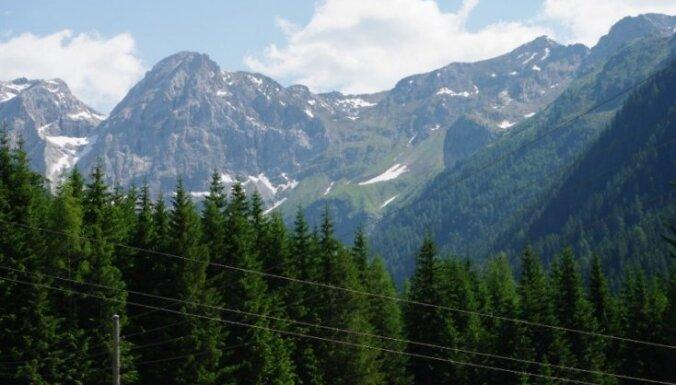 Vairāk un kvalitatīvākas Alpu kalnu grēdas bildes: http://www.alnisg.id.lv/alnis/hob/foto/vietas_daba/daba/2010_alpi/index.html