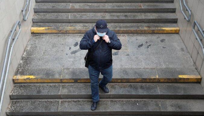 Covid-19: Polijā ievieš stingrākas sejas masku valkāšanas prasības
