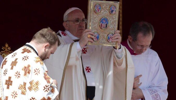 Папа римский узнает мнение католиков по абортам, геям и разводам