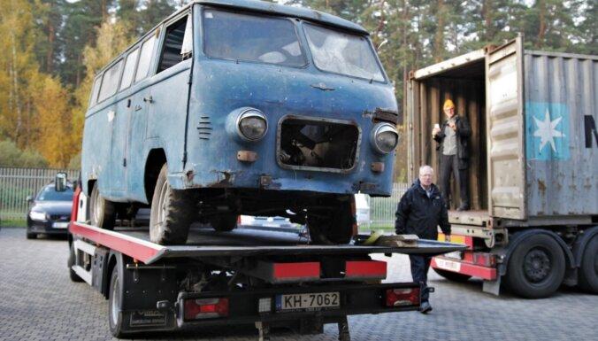ФОТО: Рижский мотормузей доставил из Чили самый старый микроавтобус RAF