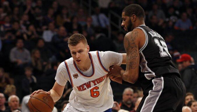 Žurnālists: 'Spurs' savulaik neatļauti centušies piesaistīt 'Knicks' komandā spēlējošo Porziņģi