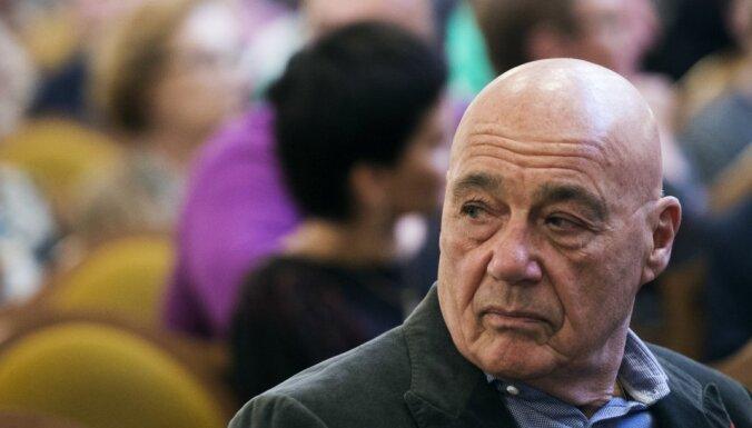 Российский журналист Познер покинул Грузию из-за протестующих против него активистов