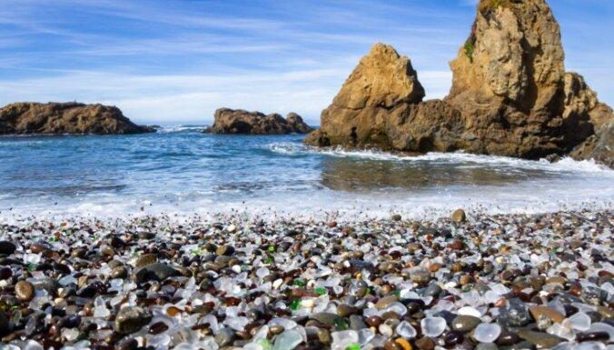 Neparastas pludmales, kas savaldzinājušas atpūtniekus