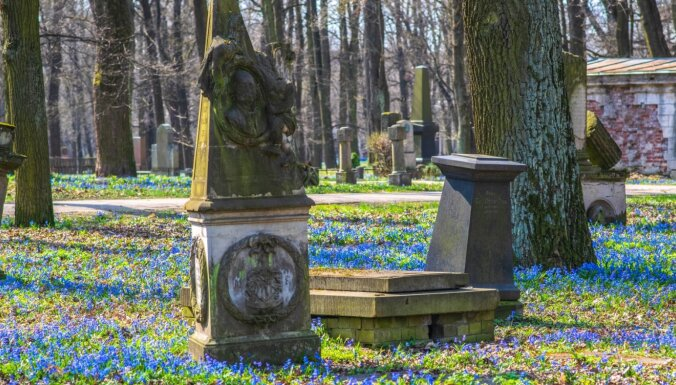 Прогулки по кладбищам и рынкам: Рига создает туристические маршруты для прогулок по городу