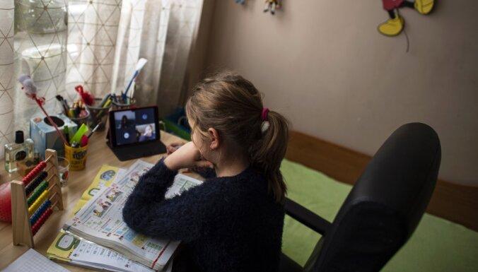 Bulgārijā skolas paliks slēgtas līdz septembrim