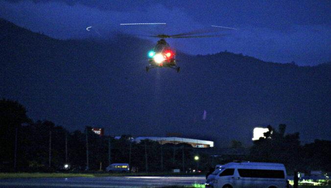 Pirmie Taizemes alā iesprostotie izglābti: kā tas notika un kāpēc pārtrauca glābšanu