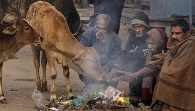Protestu vilnis sasniedz Indiju