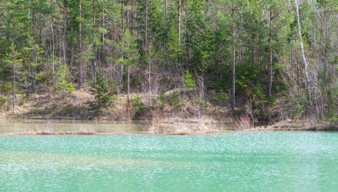 Foto: Lāčkroga ezera košās krāsas pavasarī