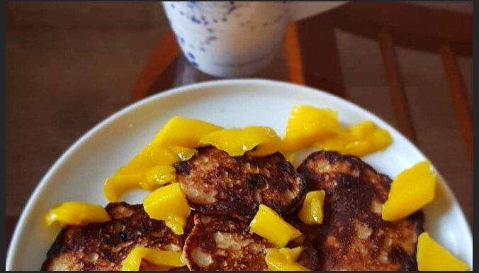 Полезные банановые блины из муки грубого помола c манго