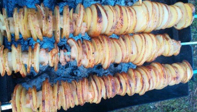Рецепт с фото: картофель с беконом, жареный на шампуре