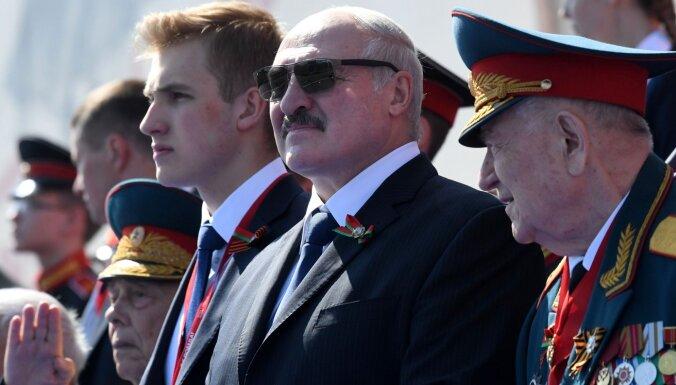 Lukašenko sola nodot līdz 80% pilnvaru