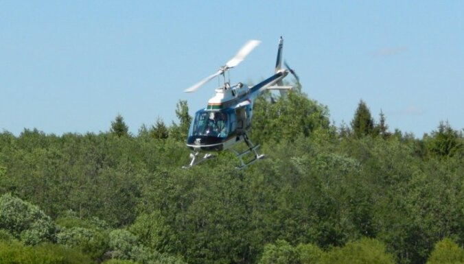Robežsargi ar helikopteru Rēzeknes novadā atrod nomaldījušos sirmgalvi