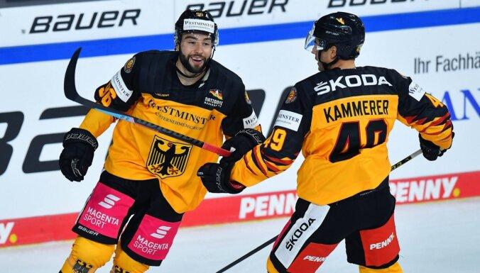 Latvijas hokejistu pretiniecei Itālijai minimāla uzvara, Vācijai - zaudējums