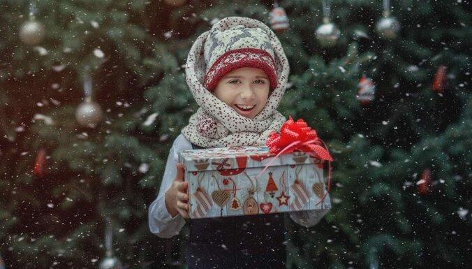 """""""Подари ребенку Рождество!"""": с 1 декабря начинается сбор подарков для особых детей"""