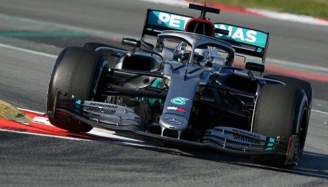 'Mercedes' F-1 pirmssezonas testos pārsteidz ar inovatīvu stūres mehānismu
