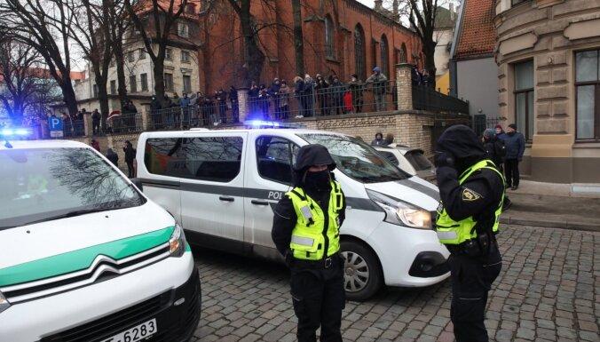 На акции протеста на Набережной 11 ноября задержаны несколько человек, один напал на полицейского