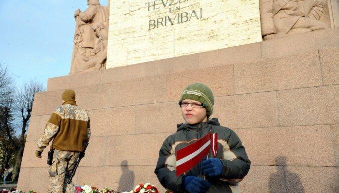 Pētījums: 61% iedzīvotāju uzskata, ka skolā nebūtu jāmāca bērnus ziedot dzīvību par Latviju