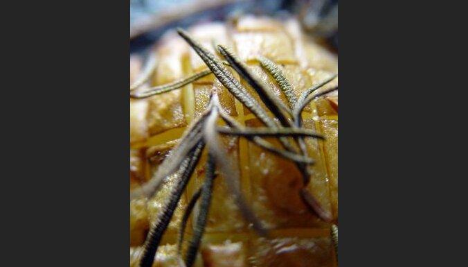 Cepts kartupelis ar rozmarīnu. Foto: Sabine Grund
