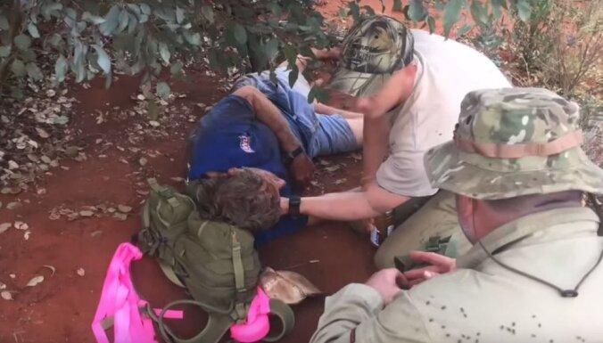 62 gadus vecs austrālietis nedēļu izdzīvo tuksnesī, pārtiekot no skudrām