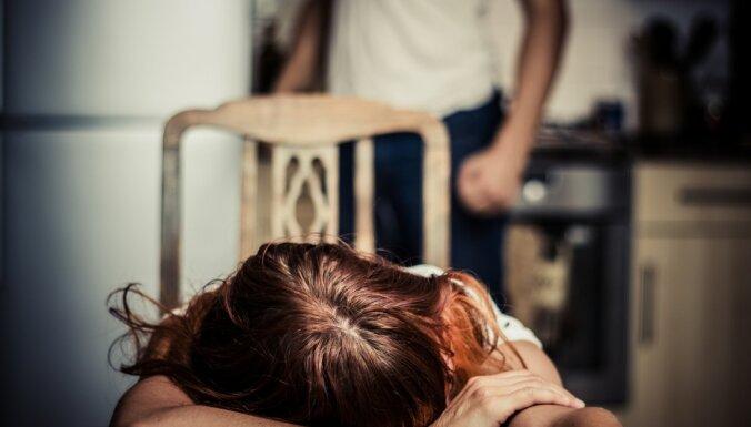 Par vardarbību pret sievieti un bērnu vīrietis saukts pie kriminālatbildības