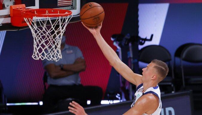 Porziņģis gūst 26 punktus 'Mavericks' uzvarā pār 'Bucks'