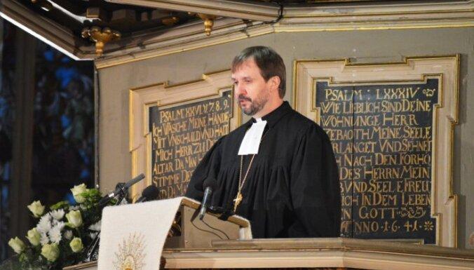 Arhibīskaps Vanags Ziemassvētkos aicina pasniegt roku līdzcilvēkiem