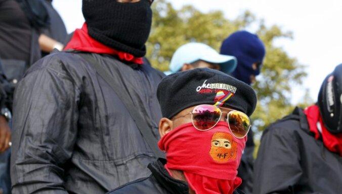 Venecuēlā nelaiķa Čavesa atbalstītāji aicina nodot varu 'revolūcijas bāzei'