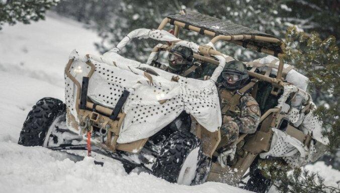 Foto: Latvijas karavīri testē jaunos taktiskos transportlīdzekļus