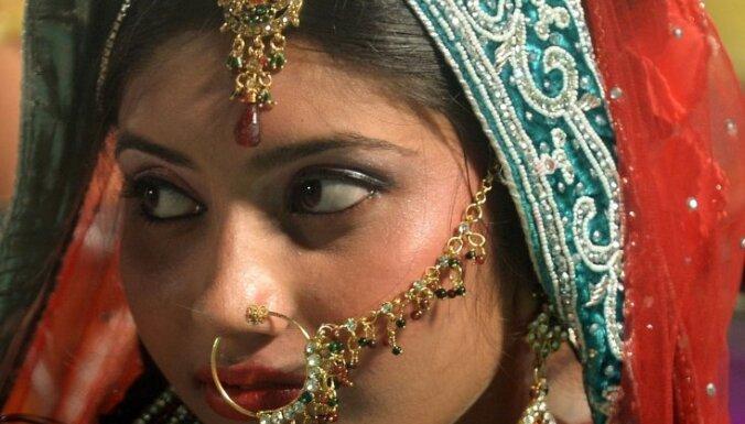 Foto: Vienlaikus apprecas 35 Indijas musulmaņu pāri