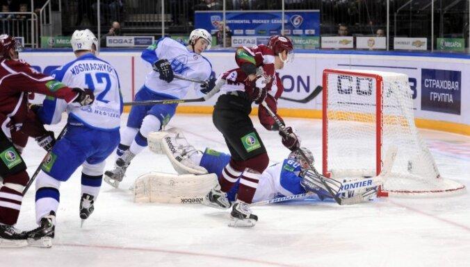 Rīgas 'Dinamo' nervozā spēlē izcīna uzvaru pār 'Ņeftehimik'