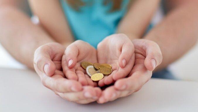 Сейм утвердил выплату 500 евро на каждого ребенка