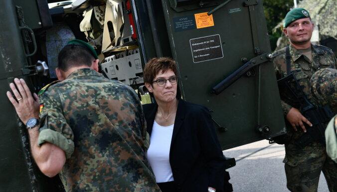 Министр обороны ФРГ начала поездку по странам Балтии