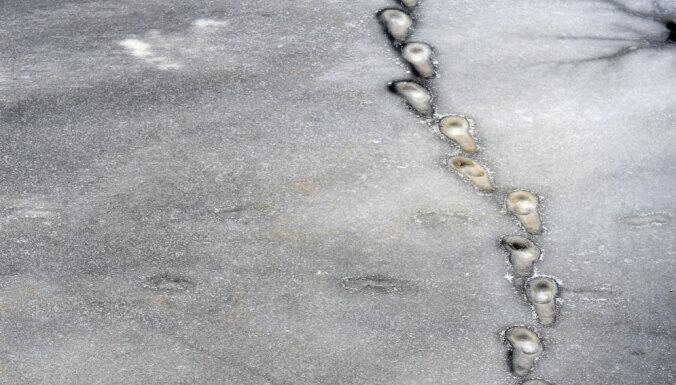 RD aizliedz atrasties uz Rīgas ūdenstilpju ledus
