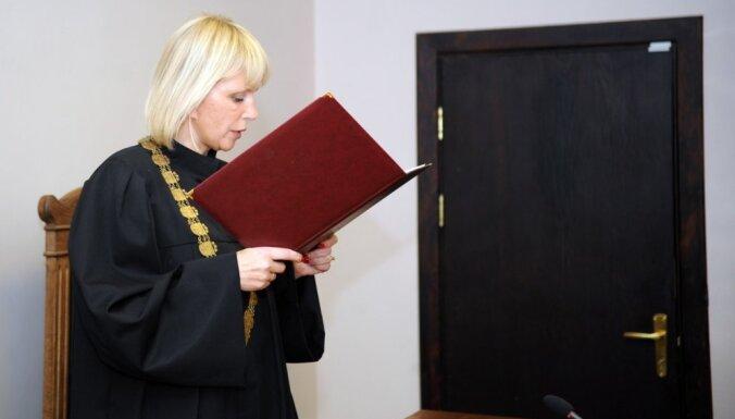 KNAB aizdomas par to, ka Krūmiņš tiesnesi Orniņu izmantojis palīdzībai paziņam