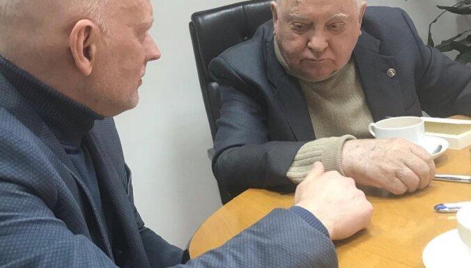 Алвис Херманис в Москве встретился с Михаилом Горбачевым