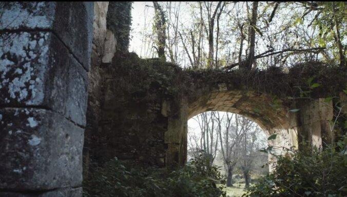 Francijā var iegādāties daļu vēsturiskas pils tikai par 50 eiro