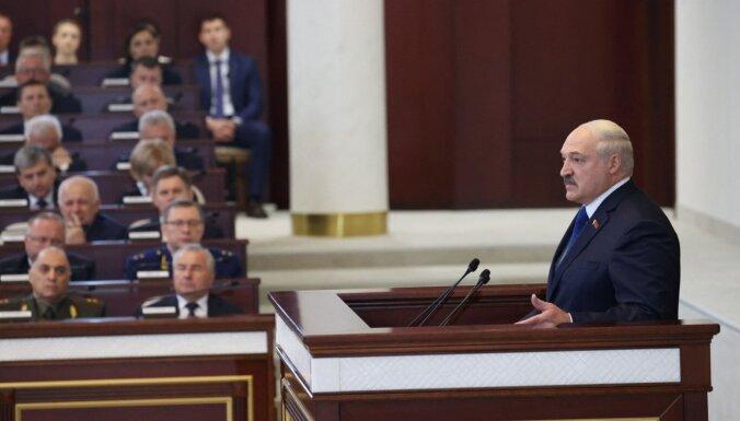 Ziņas par spridzekli lidmašīnā nāca no Šveices; no Latvijas IP adresēm pienāk draudi, apgalvo Lukašenko