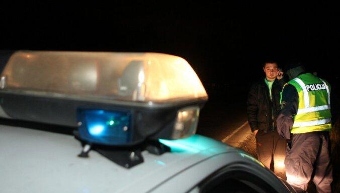 Rīgā kravas auto saduras ar 'Audi' spēkratu